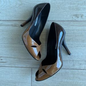 Charles David Shoes - Charles David Patent Leather Pump (Size 6)